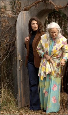 Grey Gardens HBO 2009 movie - Jessica Lange as Big Edie and Jeanne Tripplehorn as Jackie O
