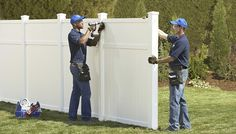 Detailed steps on how to go about installing your vinyl fence from Lowe's - Modern Vinyl Privacy Fence, Privacy Fences, Diy Fence, Fence Landscaping, Backyard Fences, Fence Ideas, Vinyl Fencing, Outdoor Fencing, Fence Styles