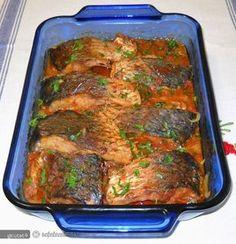 Plachia, una dintre cele mai simple si delicioase retete cu peste.   Pestele curatat, spalat si zvantat il taiem in bucati potrivite. Il presaram cu Pancake Maker, Romanian Food, Diet Menu, Fish And Seafood, Meatloaf, Fish Recipes, Carne, Pesto, Good Food