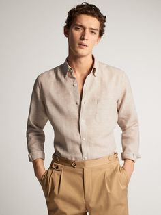 The Spring/Summer 2020 men's shirts collection at Massimo Dutti. Discover plain or printed denim, knit, cotton or linen shirts for men with class. Streetwear Men, Streetwear Fashion, Casual Wear For Men, Casual Shirts For Men, Linen Suits For Men, Mens Linen Shirts, Capsule Wardrobe Casual, Elegant Man, Simple Shirts