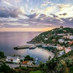 regram @cerniabrunaustica Porto di Ustica #Interludevacation #interludelgbt #interludeHR #holidaydimension #holidaydream #holidayexperience #holidayemotion #sicilyholiday #sicilia #visit #choose #enjoy #instagram #igersitalia #Like4like #follow4follow #instamood #instadaily #holiday #vacation #accomodation #welcome #followme #Likeit #regram #picoftheday #photooftheday www.lacerniabruna.it