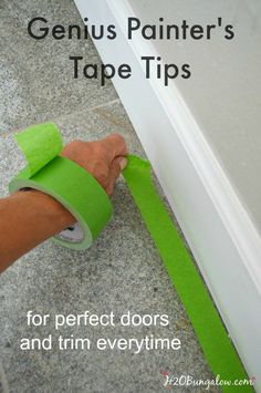 12 Genius Painters Tape Tips For A Perfect DIY Paint Job Genius painter's tape tips will have you painting like a pro in no time at all. Get perfect doors and trim everytime Diy Wand, Home Improvement Projects, Home Projects, Sewing Projects, Pintura Patina, D House, Diy Home Repair, Home Repairs, Do It Yourself Home