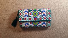 etnik etamin cüzdan ve kartlık tamamen el yapımı, üstü etamin işlemelidir.iki fermuarlı gözü,bir fermuarsız kağıt.... 373716 Vera Bradley Backpack, Diy And Crafts, Card Holder, Backpacks, Embroidery, Wallet, Ethnic, Cards, Rolodex
