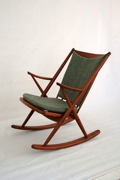 This beautiful rocking chair was designed in 1958 by the Dutch designer Frank Reenskaug for the Danish manufacturer Bramin.  The covers are made ​​of beautiful green wool fabric, the frame is made of teak wood with varnished surface and bolted joints.