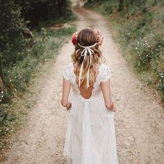 Llenas de ilusión con nuevos caminos y nuevos horizontes por recorrer ❤ Buenos días!! #spring #primavera #immacle #brides #novias #barcelona #boho #tendenciasdeboda #vintage #atelier #dress #wedding #mecaso #noivas #monday #home #sweet #mirror #meriendas #sweet #hautecouture #plumeti #weddingdress #immaclenovias #friday #romantic #mayo #mornings #hippies #vestidosdenovia ✔@flowersandco @ana_rallo @liahannay @foresterfotografos www.immacle.com ALTA COSTURA EN BARCELONA