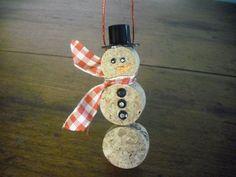 Il mese di Dicembre è ormai alle porte, e siamo un pò tutti alla ricerca di idee originali per decorare il nostro albero di Natale. Il sughero è un materia