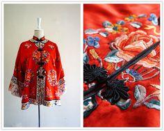 Etsy の 高級刺繍赤シルクのローブですヴィンテージ レアなアンティーク中国マンダリン by SophieZh