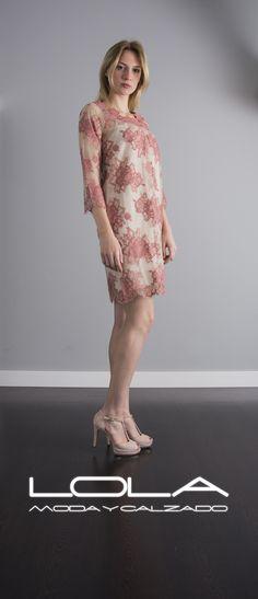 El vestido de encaje de TWIN SET siempre te encaja.  Pincha este enlace para comprar tu vestido en nuestra tienda on line:  http://lolamodaycalzado.es/primavera-verano/541-vestido-encaje-rosa-y-beige-twin-set.html