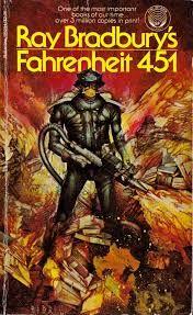 """Farenheit 451 (1953) de Ray Bradbury. """"Fahrenheit 451: la temperatura a la que el papel se enciende y arde. Guy Montag es un bombero y el trabajo de un bombero es quemar libros, que están prohibidos porque son causa de discordia y sufrimiento. El Sabueso Mecánico del Departamento de Incendios, armado con una letal inyección hipodérmica, escoltado por helicópteros, está preparado para rastrear a los disidentes que aún conservan y leen libros."""" #Dystopia #Distopia"""