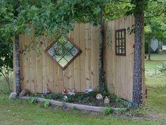 Garten fence decor backyard: garden decor ideas (garden fence ideas) - What I Lo Diy Privacy Fence, Diy Garden Fence, Backyard Fences, Front Yard Landscaping, Indoor Garden, Outdoor Gardens, Landscaping Ideas, Mulch Landscaping, Landscaping Borders