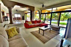 Se vende hermosa casa frente a la marina en Puerto Aventuras, Riviera Maya! Cuenta con 4 recámaras y piscina privada $1,095,000 USD