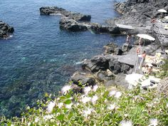 la nostra #Spiaggia di pietra lavica sul #mare di #Sicilia !!