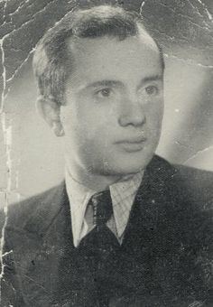 Boruch Spiegel, who died recently in Montreal, Canada at 93, was one of the last three surviving fighters of the Warsaw ghetto uprising of 1943.A member of the Jewish Combat Organization, Spiegel and his comrades attacked the Germans when they entered the ghetto for another deportation in Jan 1943. Outnumbered and without much weaponry, the Jewish fighters fought the Germans off and kept up the fight through April 1943. Spiegel was able to escape and later joined the Polish resistance.