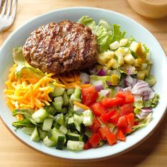 Cheeseburger Bowl Recipe -This recipe is a unique and healthy way to enjoy an American summer staple. You can also make the dressing with ranch dressing, 1 tablespoon of yellow mustard and 1 tablespoon of ketchup. Yummy Recipes, Dinner Recipes, Cooking Recipes, Healthy Recipes, Meat Recipes, Hamburger Recipes, Dinner Ideas, Healthy Dinners, Diabetic Recipes