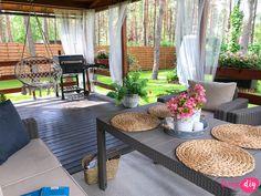 Jak urządzić drewniany taras? Moje sposoby na wyjątkowy klimat. - Twoje DIY Bamboo House Design, Tropical House Design, Tropical Houses, Village House Design, Village Houses, Cottage Style House Plans, Cottage Homes, Patio Gazebo, Backyard