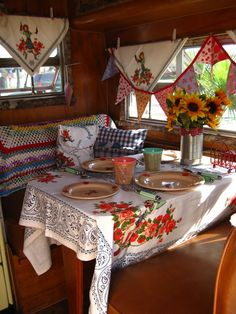 Someday I will have an Airstream of my very own, and have homemade curtains just like a gypsy! ***The Beehive Cottage's Trailer Hippie Vintage, Vintage Rv, Vintage Caravans, Vintage Travel Trailers, Vintage Picnic, Vintage Stuff, Vintage Kitchen, Vintage Decor, Trailer Decor