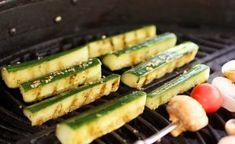 Poppamiehen grillattu kurkku #poppamies #maustaminen #grillaus #Grillilisuke #garlicrub #kurkku #grillattukurkku Salsa Verde, Zucchini, Bbq, Vegetables, Food, Barbecue, Barbecue Pit, Vegetable Recipes, Eten