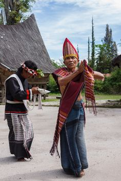 Batak Dancer by Alexander Ipfelkofer on Flickr - Traditional Batak dance performance ( Tor-tor and Sigale-gale) at the Huta Bolon Village, Simanindo, Samosir Island, North Sumatra