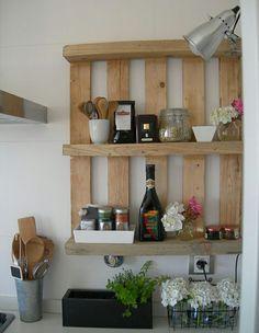 Europaletten recyceln – DIY Möbel aus Holzpaletten - holzpaletten idee wandregale küche kompakt praktisch