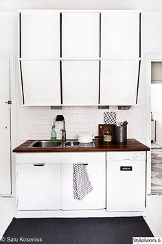 Suomalainen keittiö, 1940-luvun keittiönkaapit, mustavalkoinen, remontoitu...
