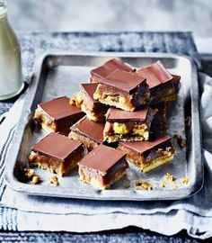 When the worlds of banoffee pie and millionaire's shortbread collide. you get this indulgent traybake recipe made with a layer of shortbread topped with a dreamy caramel sauce, bananas and finished off with chocolate. Tray Bake Recipes, Baking Recipes, Dessert Recipes, Bar Recipes, Candy Recipes, Baking Ideas, Pear And Almond Cake, Almond Cakes, Chocolate Traybake
