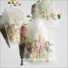 Our handmade gold glitter carousel horse candy bags are simply sweet with their pink bow saddle! Fill with candy, confetti or baked goods to thank your party guests with a touch of vintage inspired sp
