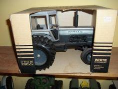 White Field Boss 2-155 Gray Stripe  2 Wheel Drive w Duals 1/16  Mfg #4 215578