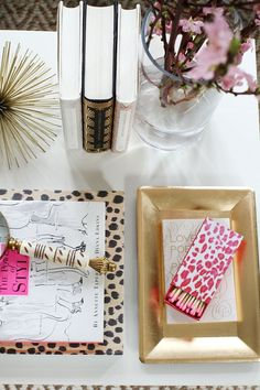 Blogger Home Decor for Dummies: Gold, Gold and More Gold {Featured 10/18/13 at www.useyourwordslittlegirl.com}