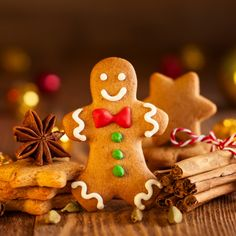 Biscuits, Gingerbread Man Cookies, Desserts, White Icing, Gingerbread Man, Christmas Parties, Flat Cakes, Easy Food Recipes, Kitchens