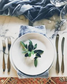 Beauty in simplicity. . . . #winterwedding #yarravalley #melbourneweddingplanner #melbourneweddingstylist #weddingdesigner #stylist #somethingblue #yourstruly #styledbyme #sundayinspiration #weddingphotography #weddingtable #tablescape #marble #blue #flora #weddingflowers