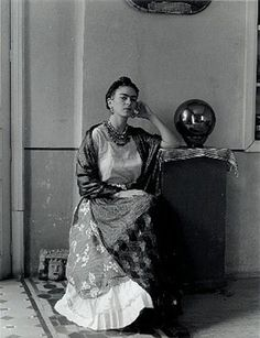 "Manuel Alvarez Bravo photo of iconic Frida Kahlo, ""Frida con Globo"""