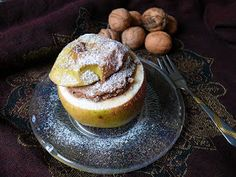 A töltött alma az egyik legkönnyebben diétássá formálható desszert, hiszen nem kell hozzá tésztát gyúrni, a töltelék pedig tetszés szerint ...