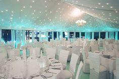 Carpa con luces turquesa para boda