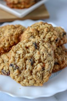 Oatmeal Raisin Cookies are a staple in any cookie jar. Soft and chewy in the middle with a crisp edge, these cookies are the perfect treat! | www.persnicketyplates.com #oatmealraisin #cookies #dessert #oatmealcookies Best Oatmeal Raisin Cookies, Oatmeal Cookie Recipes, Chocolate Chip Oatmeal, Oatmeal Raison Cookies, Apple Recipes, Baking Recipes, Dessert Recipes, Snacks Recipes, Pumpkin Recipes