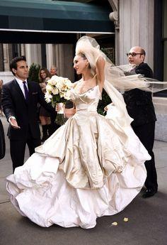 映画SATCでキャリーも着用!ヴィヴィアン・ウェストウッドのゴールドドレス♪ ハイブランドのウェディングドレス・花嫁衣装の一覧。