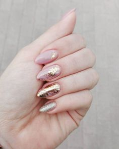 Nageldesign & Nailart Metallic nail art designs that make you shine 2019 # Lassen Metallic Nails, Nude Nails, Nail Manicure, Manicures, My Nails, Nail Polish, Gold Glitter, Pink Gold Nails, Gel Nail