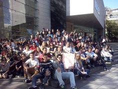 Puerta del MALBA, alumnos UCSF - Agosto 2014