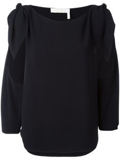 ¡Cómpralo ya!. Chloé - Cut-Out Detail Blouse - Women - Acetate/Viscose - 34. Navy cut-out detail blouse from Chloé featuring a round neck, a cut out detail and three-quarter length sleeves. Size: 34. Color: Black. Gender: Female. Material: Acetate/Viscose. , tophombrosdescubiertos, sinhombros, offshoulders, offtheshoulder, coldshoulder, off-the-shouldertop, schulterfreiestop, tophombrosdescubiertos, topdosnu, topspallescoperte, hombrosdescubiertos. Top hombros descubiertos  de mujer color...