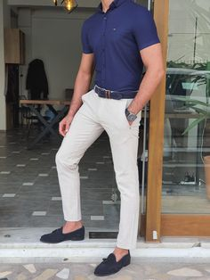 Blue Jeans Outfit Men, Blue Shirt Outfits, Blue Jean Outfits, Work Outfits, Mens Smart Casual Outfits, Smart Casual Outfit Summer, Men Casual, Gq Mens Style, Mens Tee Shirts