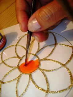 Amen Manualities: How to Paint Glass Mandalas (PAP) Recycled Cd Crafts, Old Cd Crafts, Diy Crafts To Sell, Bottle Painting, Bottle Art, Bottle Crafts, Art N Craft, Craft Work, Diy Art