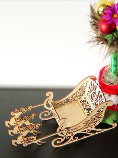 Dekoracja świąteczna w wyjątkowym stylu. Sanie Świętego Mikołaja 🎅🏼 wycięte ze sklejki brzozowej.  Można je dowolnie dekorować lub cieszyć się ich naturalnym pięknem. 🎁✨  #dekoracje #świąteczne #naświęta #BożeNarodzenie #świętymikołaj #sanie