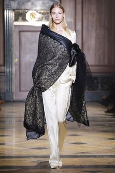 Sophie Theallet Fall 2016 Ready-to-Wear Collection Photos - Vogue High Fashion, Fashion Show, Fashion Design, Sophie Theallet, Fall Fashion 2016, Couture Collection, Fall 2016, Ready To Wear, Women Wear