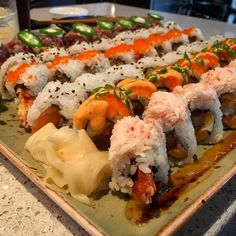 Best Sushi Rolls, Sushi Party, Good Food, Yummy Food, Asian Recipes, Ethnic Recipes, Smoothie Recipes, Smoothies, Very Hungry