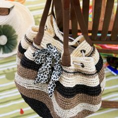 Crochet Straw Beach Bag With Raffia Yarn with free pattern.