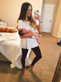 Postpartum + What to wear the first few weeks after having a baby – Monica Lee - Parenting Postpartum Fashion, Postpartum Outfits, Post Pregnancy Outfits, Baby Pregnancy, Nursing Outfits, Pregnancy Style, Breastfeeding Outfits, Pregnancy Pants, Pregnancy Tracker
