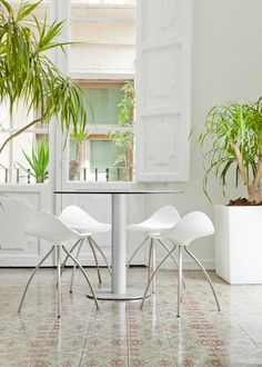 STUA's Zero table  Onda stools. Both are Jesus Gasca designs.