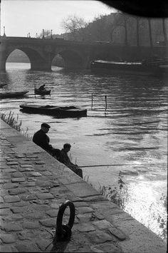 Pêcheurs sur le quai des Orfèvres vers le pont Neuf - années 1950 © Maurice Bonnel