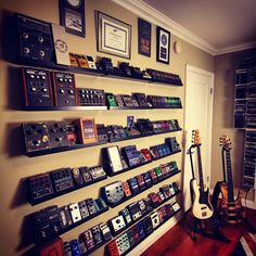 Home Studio Music Guitar Ideas Guitar Wall, Guitar Room, Music Guitar, Home Studio Musik, Music Studio Room, Studio Setup, Guitar Storage, Guitar Display, Home Music Rooms
