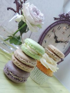 Vintage style macrons. Blueberry, lime and peanut butter.  - Candy Bar by Tereza  Tereza