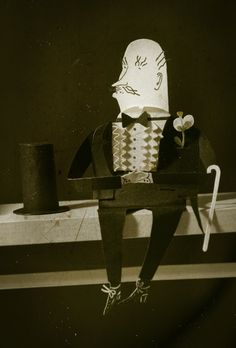 Paper people : Malin Koort, top hat, paper doll, paper sculpture, bow tie, black and white, illustration